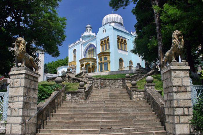 dvorec-ehmira-buharskogo-v-zheleznovodske-700x466