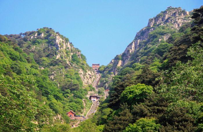 gora-tajshan-700x457