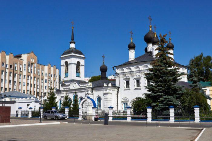 ioanno-bogoslovskaya-cerkov-700x466