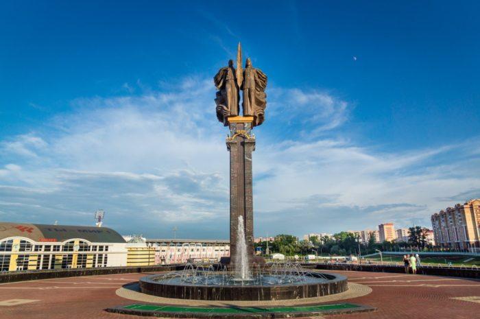 monument-naveki-s-rossiej-700x465