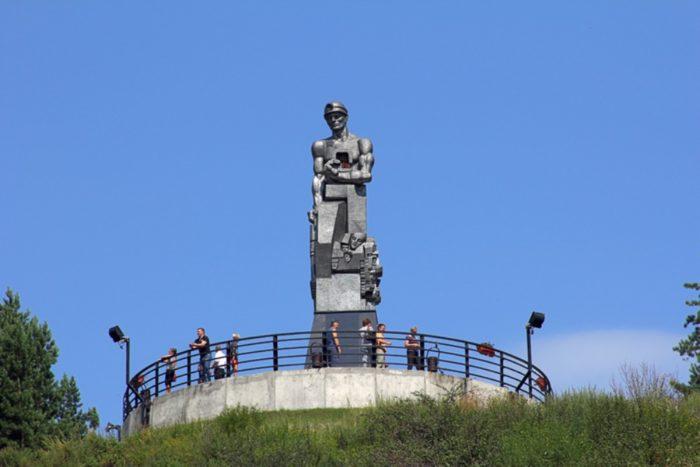 monument-pamyat-shahteram-kuzbassa-700x467