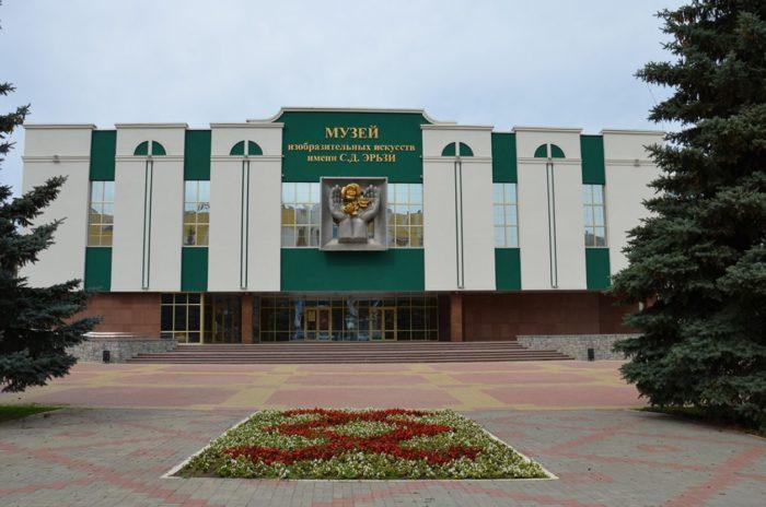 muzej-izobrazitelnyh-iskusstv-imeni-ehrzi-700x464