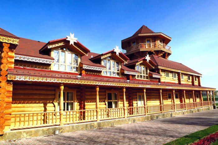 muzejno-ehtnograficheskij-kompleks-mordovskoe-podvore-700x467