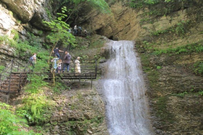 nihaloevskie-vodopady-700x467