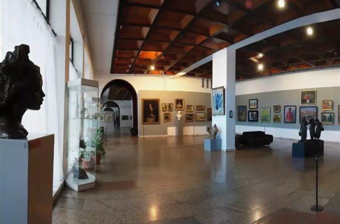 novokuzneckij-hudozhestvennyj-muzej-700x463