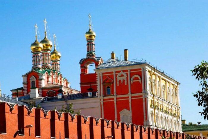 poteshnyj-dvorec-700x466