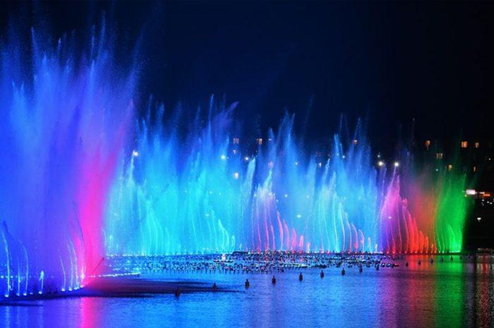svetomuzykalnyj-fontan-v-groznom-700x465