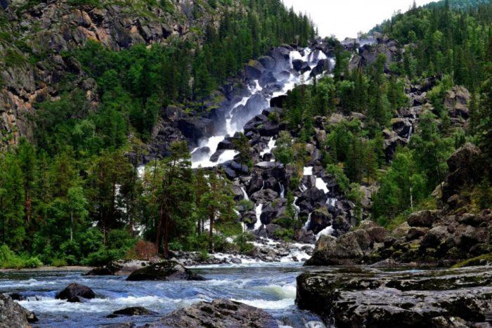 bolshoj-chulchinskij-vodopad-700x467