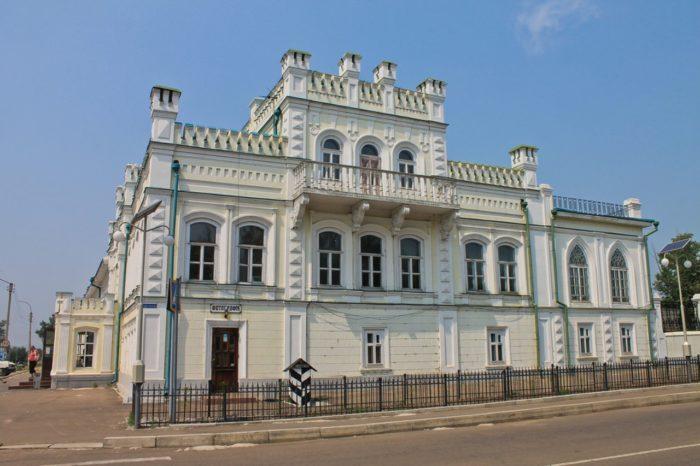 butinskij-dvorec-700x466