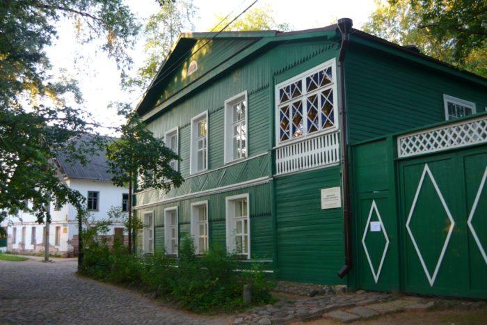 dom-muzej-dostoevskogo-700x467