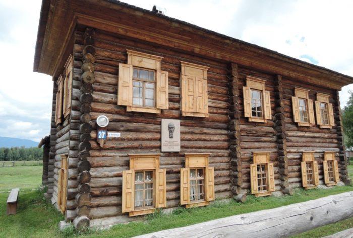 dom-muzej-reriha-na-altae-700x473