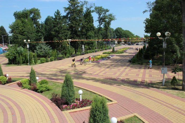 gorodskoj-park-majkopa-700x467