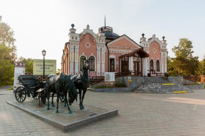 gubernskij-muzej-700x464