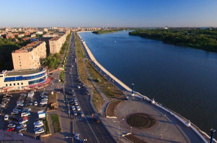 irtyshskaya-naberezhnaya-v-omske-700x462