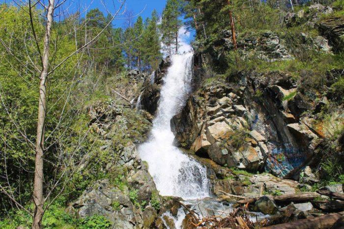 kamyshlinskij-vodopad-700x466