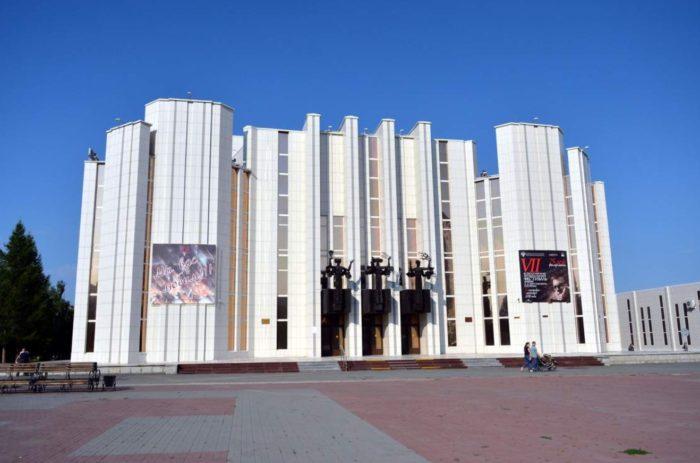 kurganskaya-oblastnaya-filarmoniya-700x463