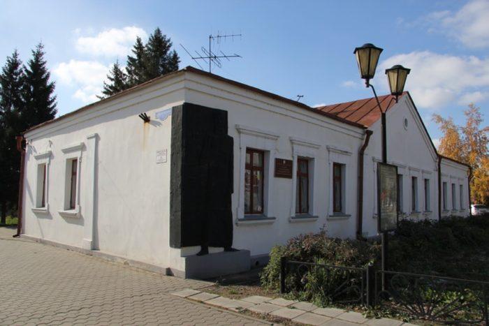 muzej-imeni-dostoevskogo-700x467