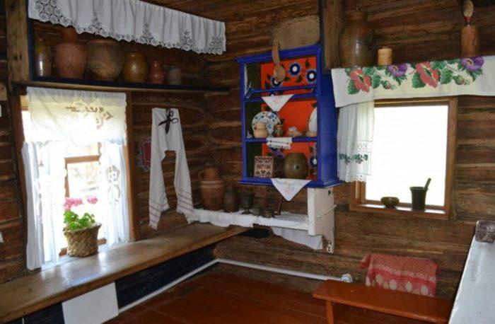 muzej-istorii-i-kultury-ujmonskoj-doliny-700x458
