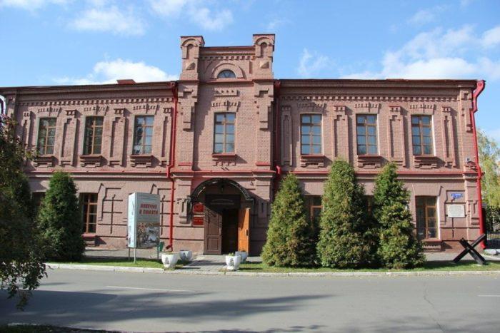 muzej-voinskoj-slavy-v-omske-700x467