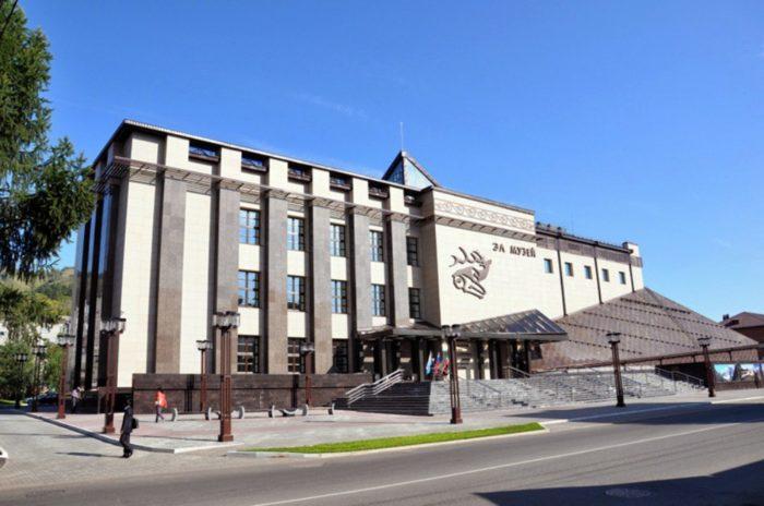 nacionalnyj-muzej-respubliki-altaj-700x464