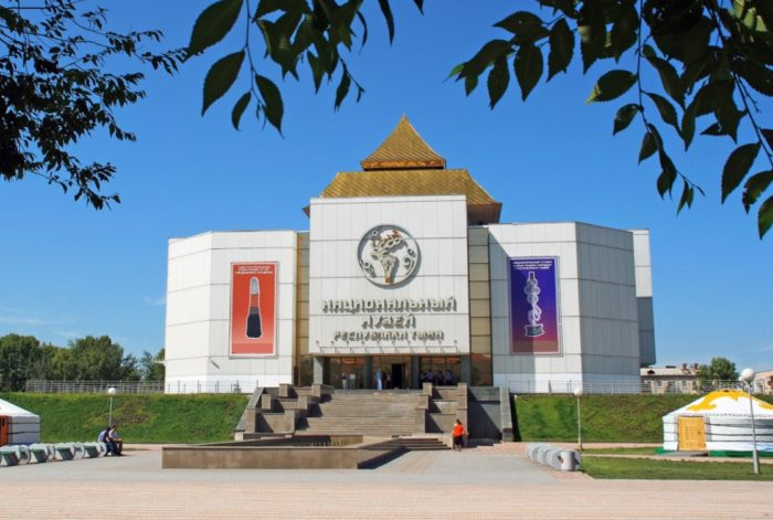 nacionalnyj-muzej-respubliki-tyva-700x471