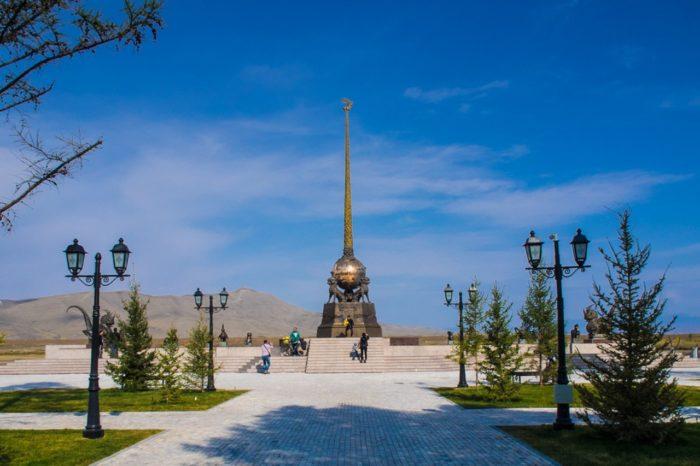 obelisk-centr-azii-700x466
