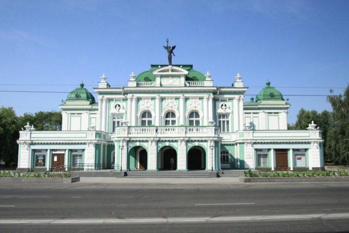omskij-akademicheskij-teatr-dramy-700x468