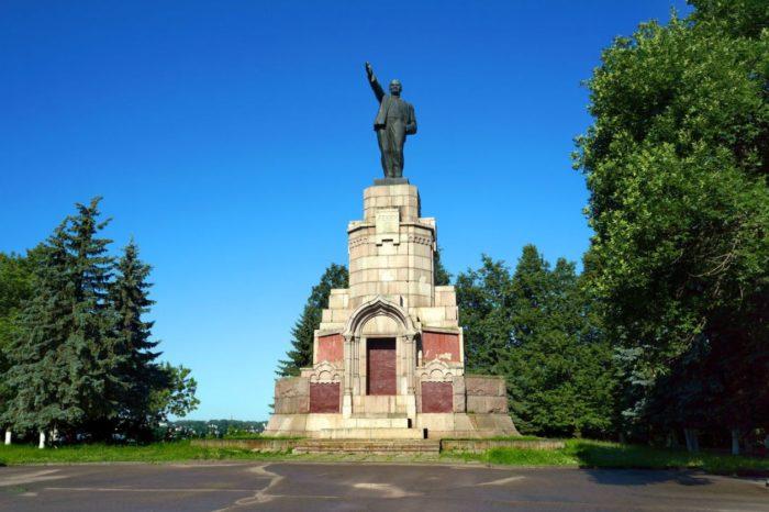 pamyatnik-leninu-v-kostrome-700x466