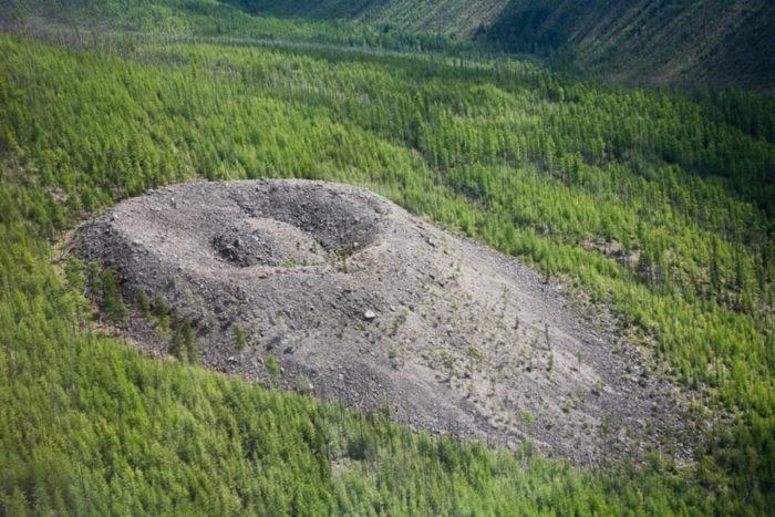 patomskij-krater-700x467