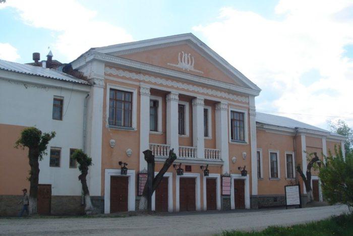 shadrinskij-dramaticheskij-teatr-700x468