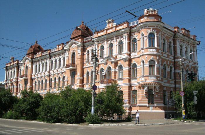 shumovskij-dvorec-700x464