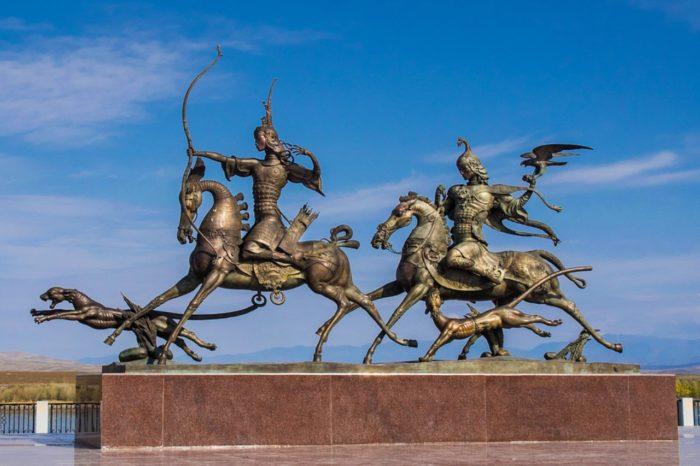 skulpturnaya-kompoziciya-carskaya-ohota-700x466