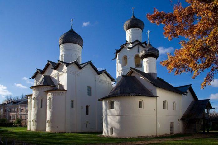 spaso-preobrazhenskij-monastyr-v-staroj-russe-700x466