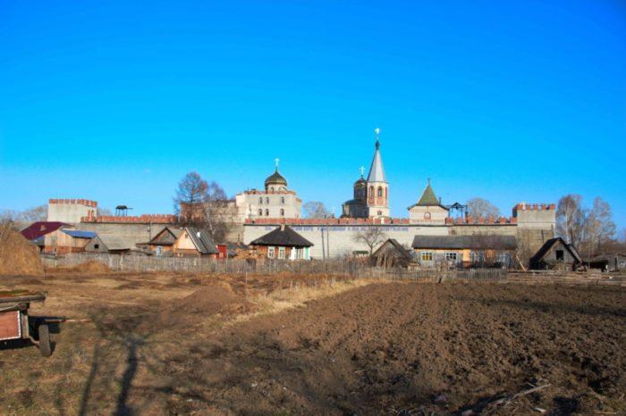 svyato-nikolskij-monastyr-700x466