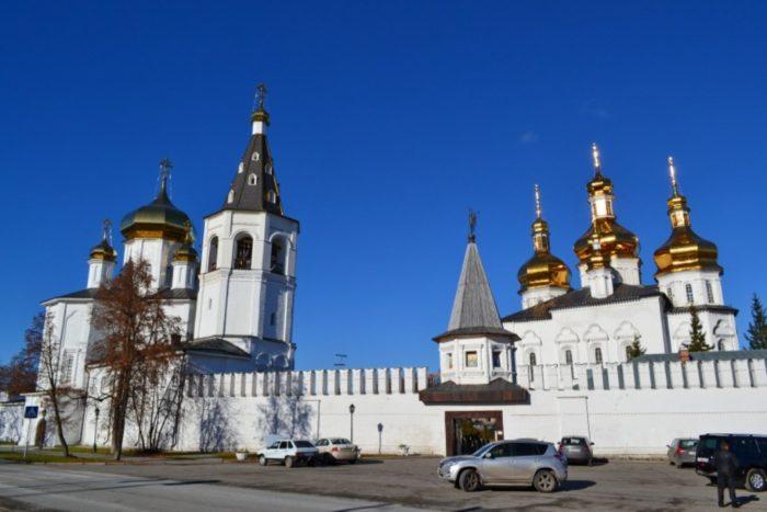 svyato-troickij-monastyr-700x467
