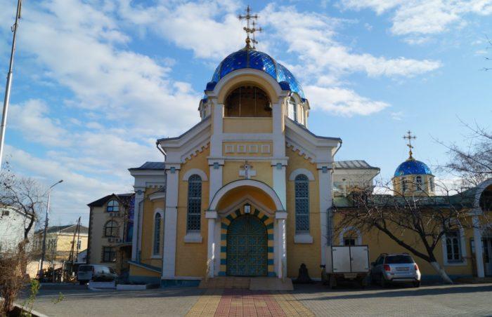 svyato-uspenskij-sobor-v-mahachkale-700x452