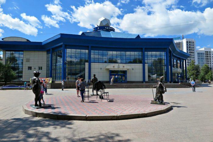tyumenskij-gosudarstvennyj-cirk-700x466