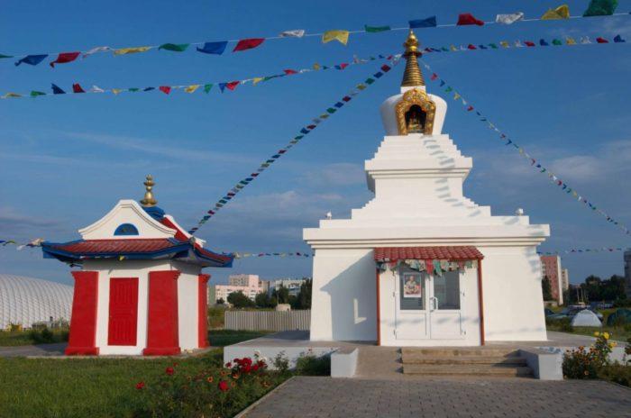 stupa-prosvetleniya-700x464