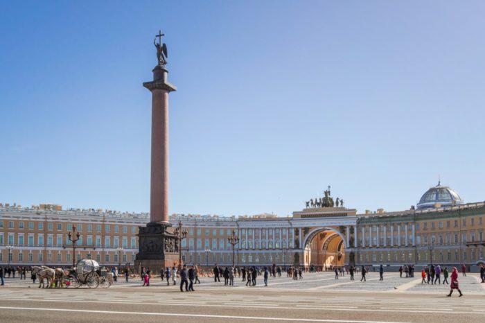 aleksandrovskaya-kolonna-700x466
