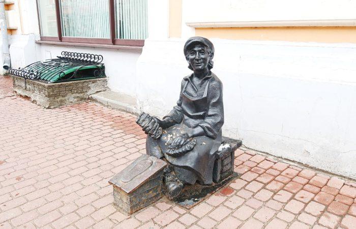 chistilshchik-obuvi-700x451