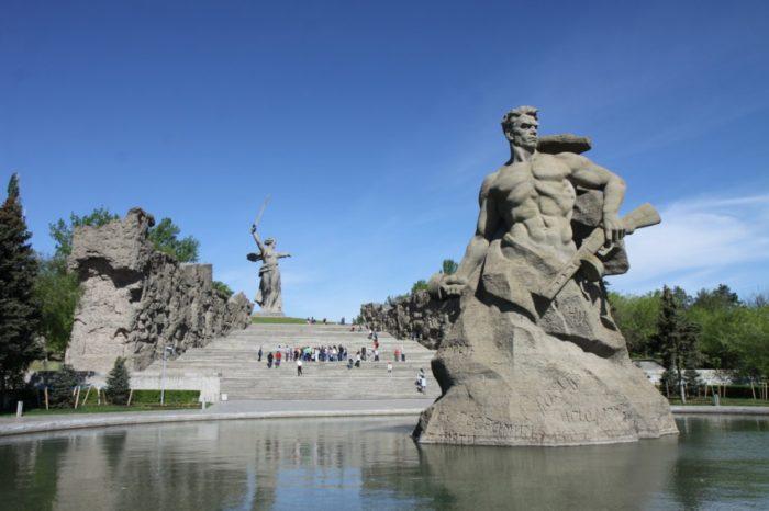 mamaev-kurgan-700x466
