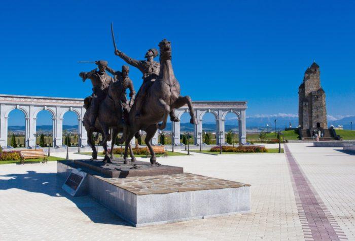 memorial-pamyati-i-slavy-v-nazrani-700x476