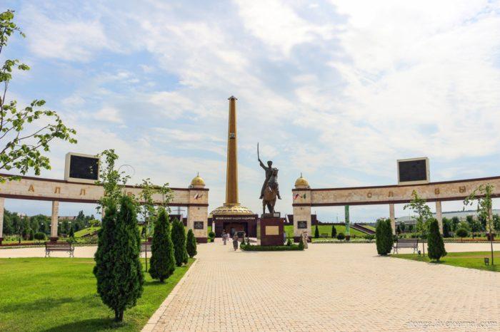 memorialnyj-kompleks-alleya-slavy-700x466