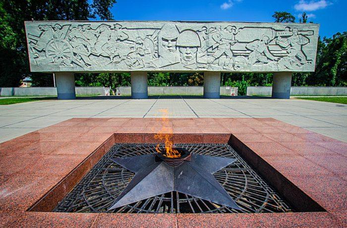 memorialnyj-kompleks-kubancam-pogibshim-v-borbe-za-rodinu-700x460