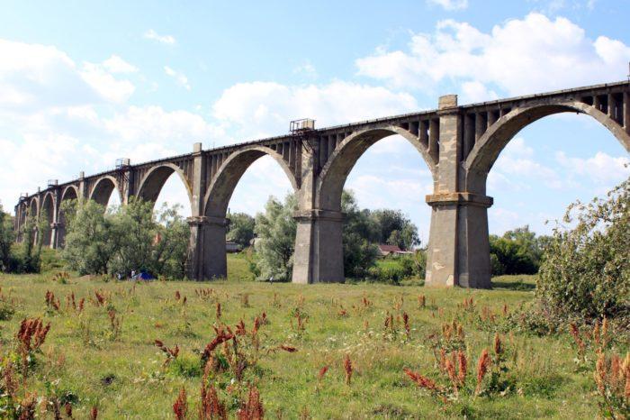 mokrinskij-zheleznodorozhnyj-most-700x466