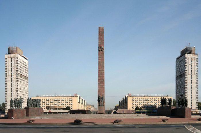 monument-geroicheskim-zashchitnikam-leningrada-700x465