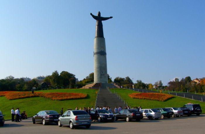 monument-materi-700x458