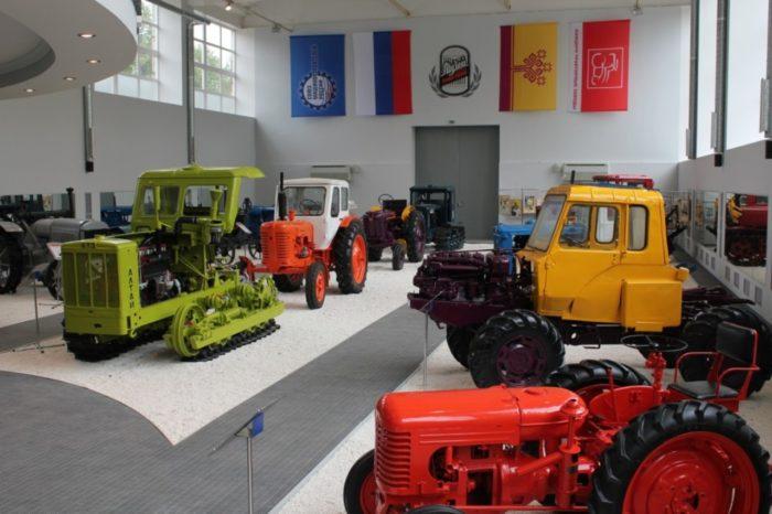 nauchno-tekhnicheskij-muzej-istorii-traktora-700x466