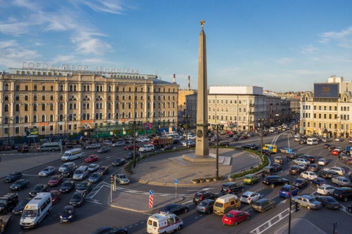 obelisk-gorodu-geroyu-leningradu-700x466