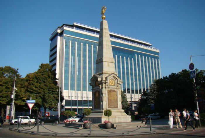 obelisk-v-chest-dvuhsotletiya-kubanskogo-kazachego-vojska-700x472